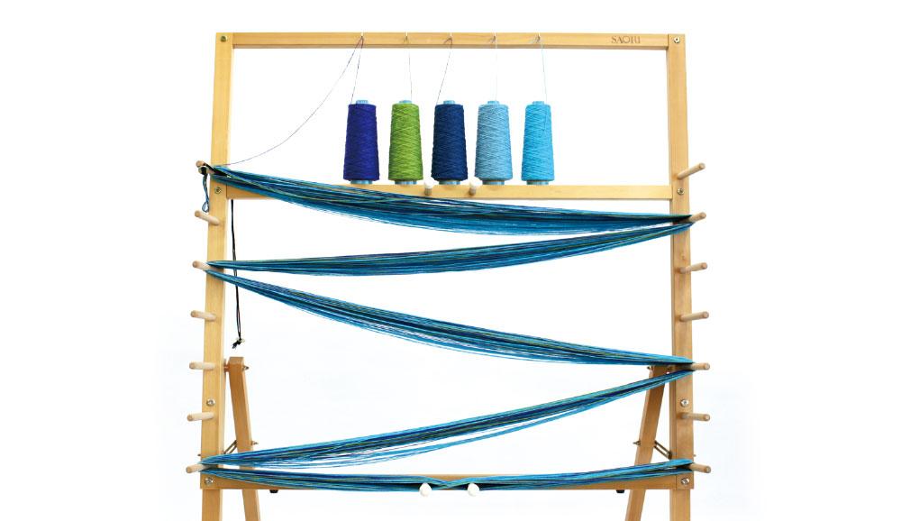 経通し棒…先端のフック部分にタテ糸を引っ掛け、筬・綜絖に通します。