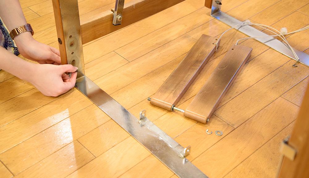 糸の端をボビンに7回ほど巻きつけます。