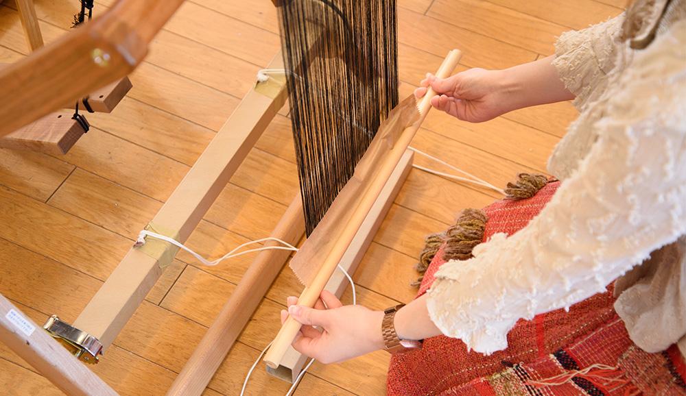 溝付き織り付け棒を付ける